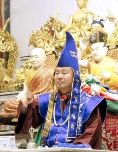 圖為善信佛子接受灌頂p1147-09-05