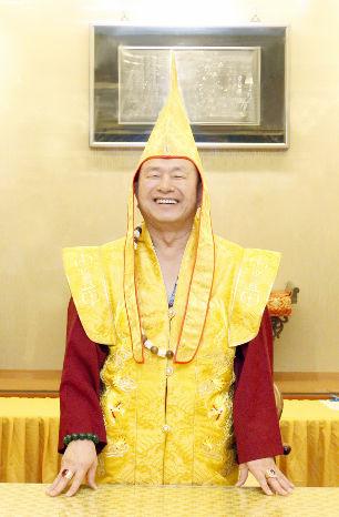 圖為無上法王蓮生活佛盧勝彥p1156-02-04