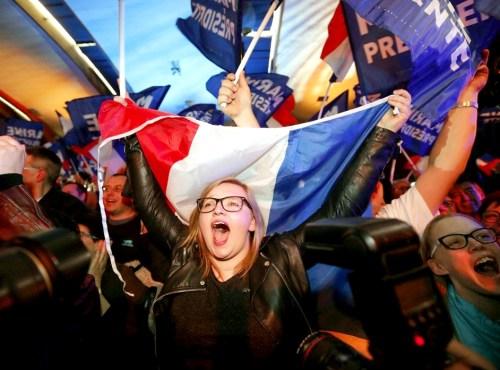 法國選民支持者歡呼 p1160-a1-06