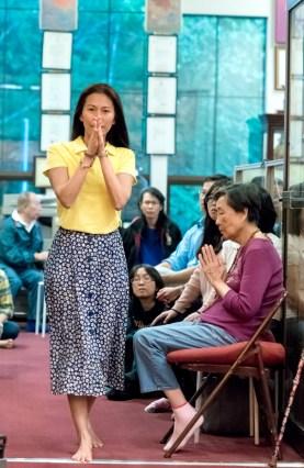 圖為貴賓中華民國駐瑞典代表處廖東周大使夫人Judy 師姐向師尊問安