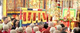 2017年7月2日下午,美國西雅圖彩虹雷藏寺恭請蓮生法王盧勝彥主壇「愛染明王護摩大法會」,貴賓雲集。圖為師尊加持受灌頂者。