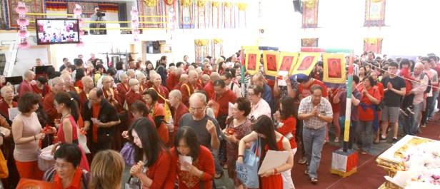 2017年7月2日下午,美國西雅圖彩虹雷藏寺恭請蓮生法王盧勝彥主壇「愛染明王護摩大法會」,貴賓雲集。圖為眾弟子接受灌頂。