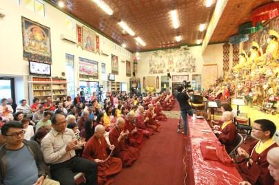 2017年7月1日晚間,美國西雅圖雷藏寺恭請蓮生法王盧勝彥主持週六會同修,同修本尊是西方極樂世界教主阿彌陀如來,善信護持。圖為座無虛席。