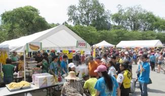 圖為溫哥華的善信熱情參加溫哥華華光功德會「華光日」關懷社區活動。