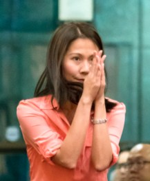 圖為貴賓中華民國駐瑞典代表處廖東周大使夫人Judy師姐向師尊問安。