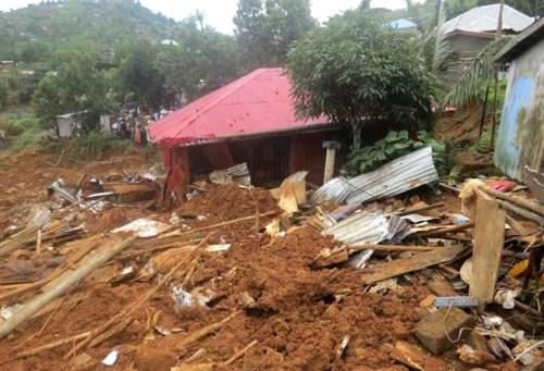 千棟房子遭土石流淹沒