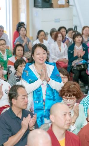 圖為貴賓台北市議員闕梅莎代表闕慧玲師姐向師尊問安。