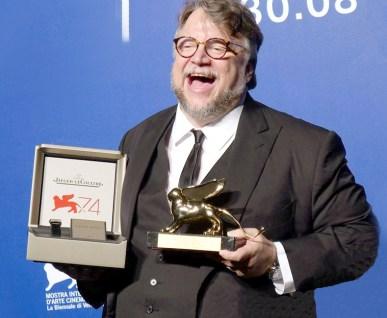 墨西哥導演吉勒摩戴托羅執導的 人魚戀故事《水形奇緣》 奪得最佳影片金獅獎