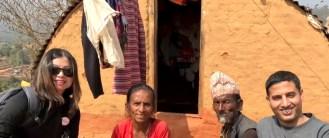 2017月9月16日,美國西雅圖雷藏寺秋季大法會「盧勝彥佈施基金會」總裁盧佛青博士報告基金會善款資助尼泊爾Gorkha地區7.8級大地震計畫。圖為盧博士探訪尼泊爾弱勢家庭留影。
