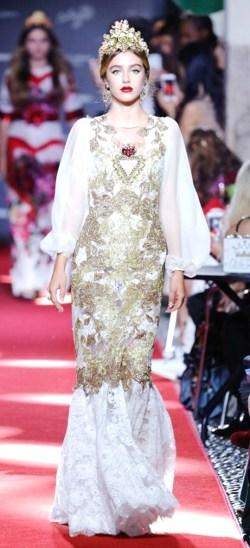 米蘭時裝週走秀:米蘭時裝週話題不斷,除了各品牌的服裝驚艷,嘉賓同樣是矚目焦點。法國女模布蘭朵(Thylane Blondeau),還有英國皇室成員亞美莉亞溫莎女勳爵(Lady Amelia Windsor)都是第一次登秀場。