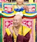 2017年9月30日晚間,美國西雅圖雷藏寺恭請蓮生法王主持週六最勝金剛「大準提佛母」同修會,四眾弟子虔心護持。圖為蓮生師佛。