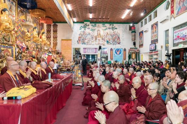 2017年9月30日晚間,美國西雅圖雷藏寺恭請蓮生法王主持週六最勝金剛「大準提佛母」同修會,四眾弟子虔心護持。圖為四眾佛子虔心共修。