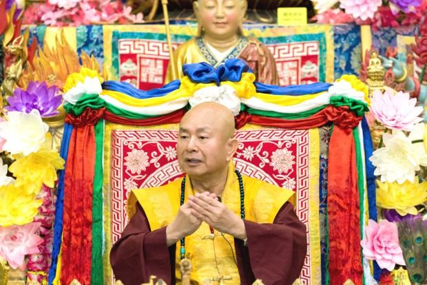 2017年9月30日晚間,美國西雅圖雷藏寺恭請蓮生法王主持週六最勝金剛「大準提佛母」同修會,四眾弟子虔心護持。圖為師尊說法開示。