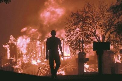 房子被燒個精光