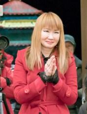 圖為貴賓徐雅琪師姐向師尊問安。