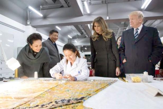 兩國元首夫婦參觀紫禁城 專業人員修復龍袍
