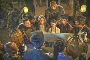 伍佰(左起)、周冬雨、李治廷在《奇門遁甲》古裝扮相