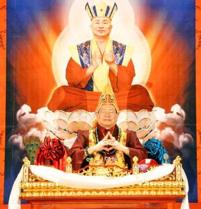 蓮生法王手結韋陀菩薩、伽藍尊者共同手印