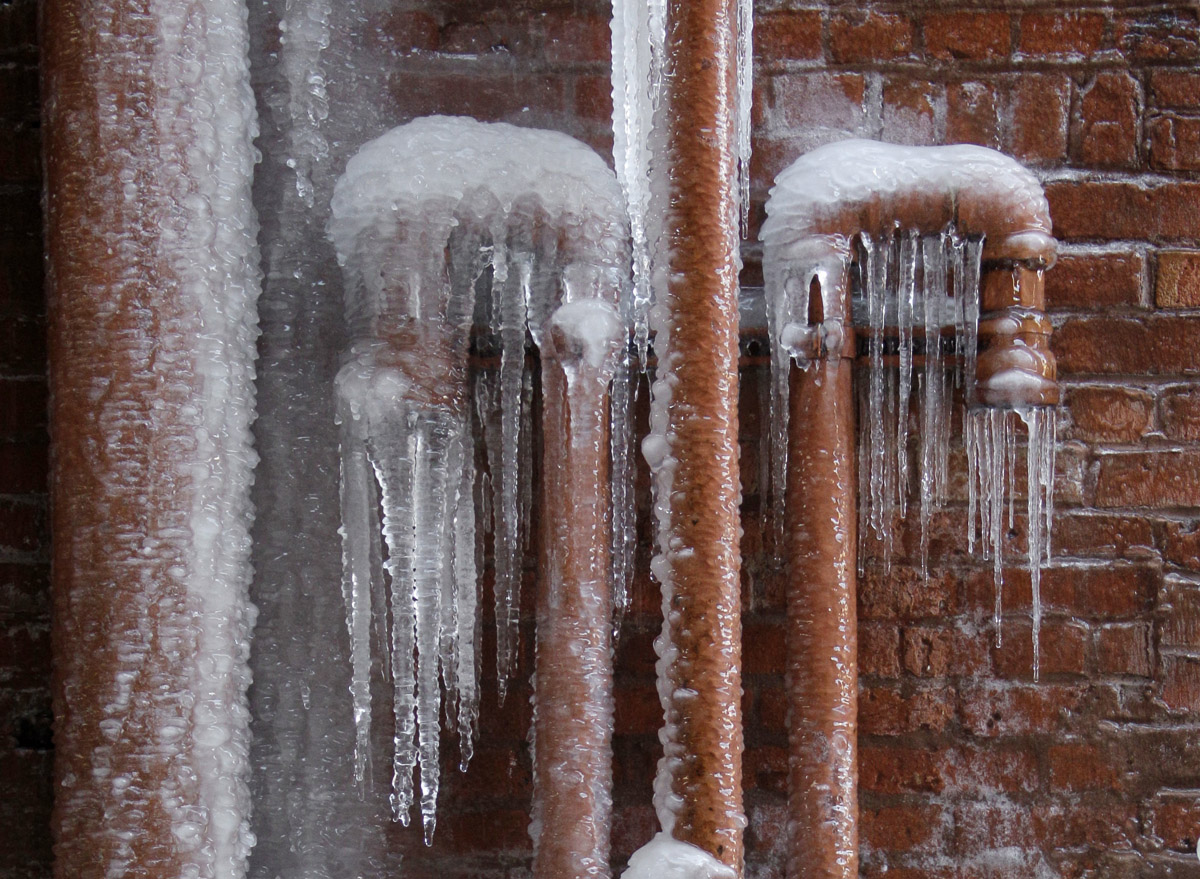 How to keep home water pipes from bursting in freezing