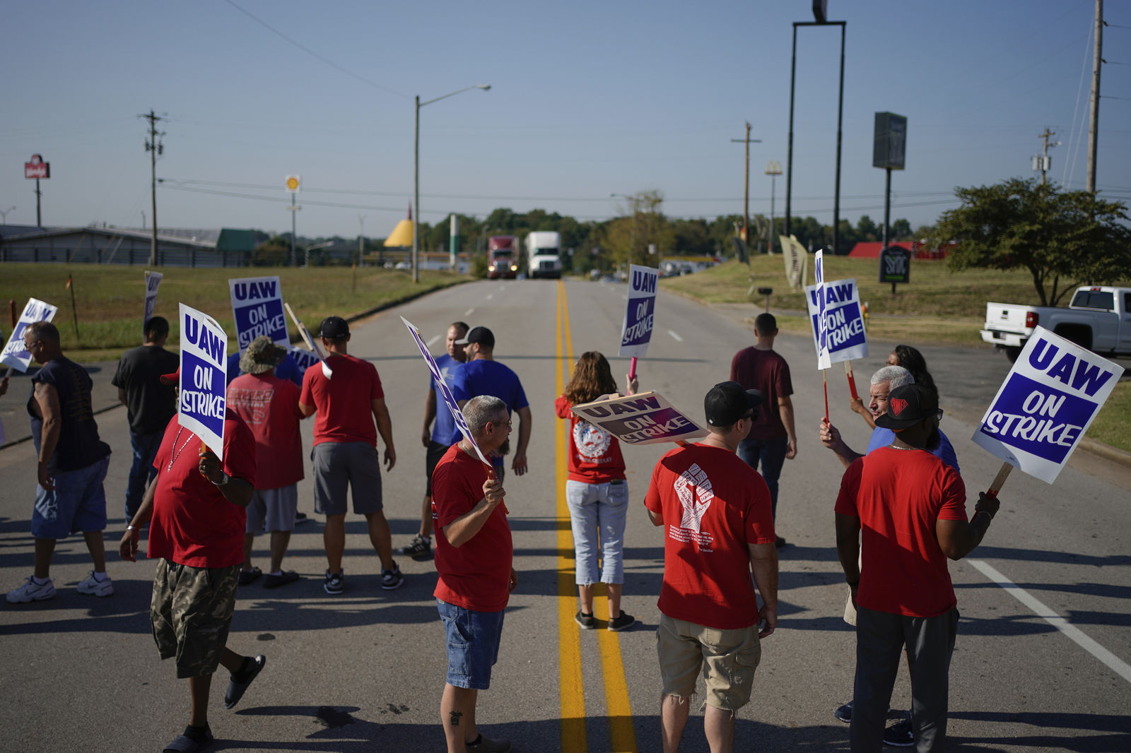 Gm Workers To Stay On Picket Line Until Vote On New
