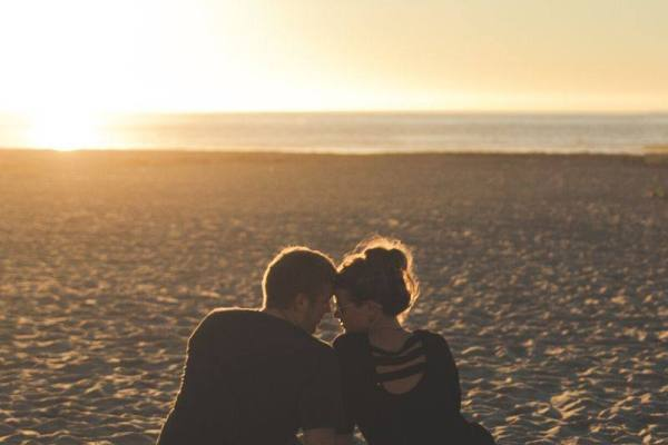 Romantic couple in sunset love whatsapp dp image