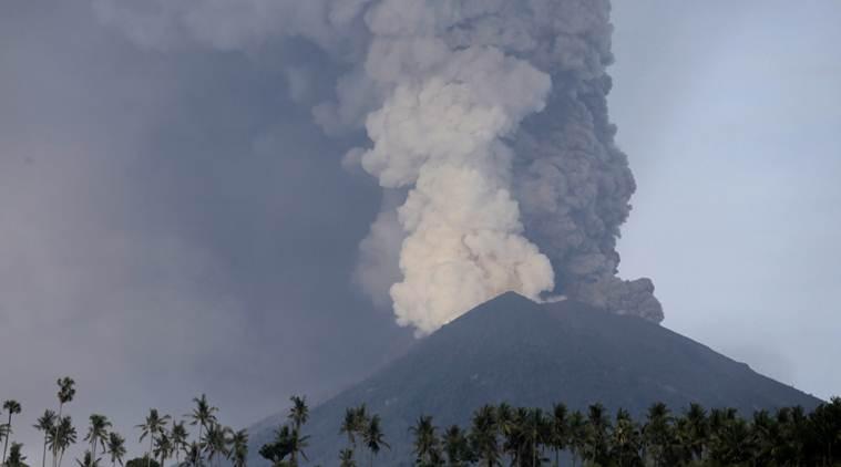 Bali Volcano erupting live