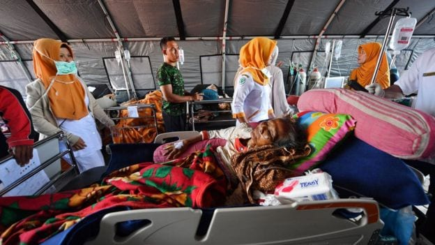 Death toll rises to more than 350 -Indonesia earthquake latest as Aid arrives