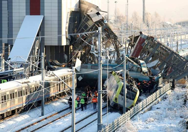 Train crash kills 9 and injures 47 in Turkey