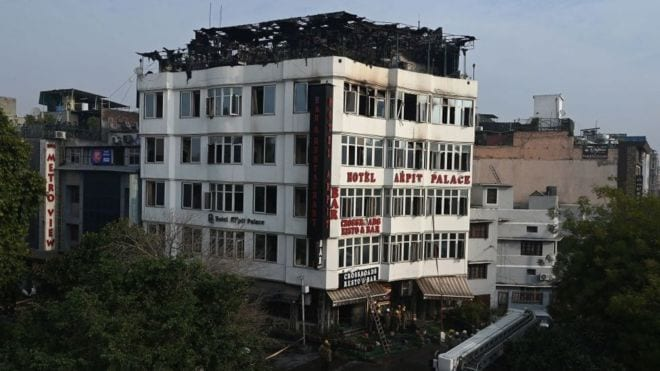 India hotel fire: Death toll rises to 17