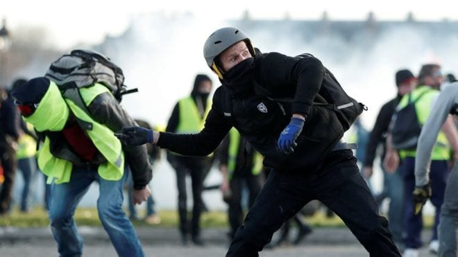 Yellow Vest protest for the 14th consecutive week as police retaliate with force