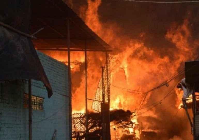 Hindu Extremist burn down 200 Muslim homes in India