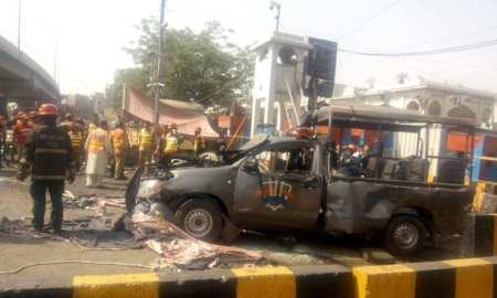 Suicide blast in Pakistan kills 12 people