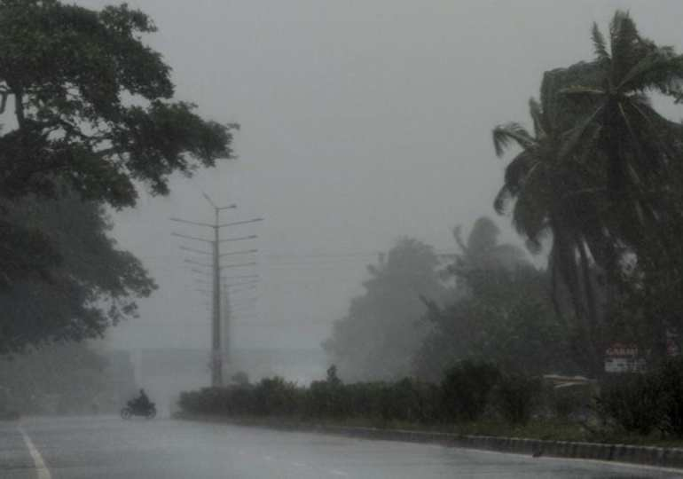 Live: Cyclone Fani hits India - More than 1M people evacuated