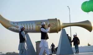 Hundreds of Indian Sikhs make historic pilgrimage to Pakistan