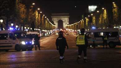 France to deploy 100,000 police to enforce lockdown