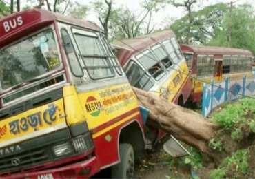 India devastated - Cyclone rips through Kolkata killing & displacing hundreds