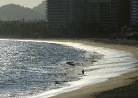 Top Mexican beach getaway reopens