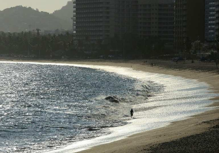 Top Mexican beach getaway reopens