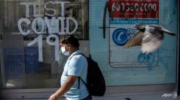 Chile cautiously lifts lockdown lid on capital's centre