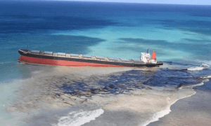 Volunteers desperately trying to keep 4,000-tonne oil spill away from Mauritius