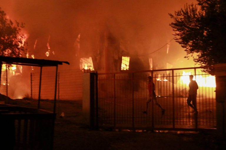 Thousands of migrants flee massive fire at Lesbos camp