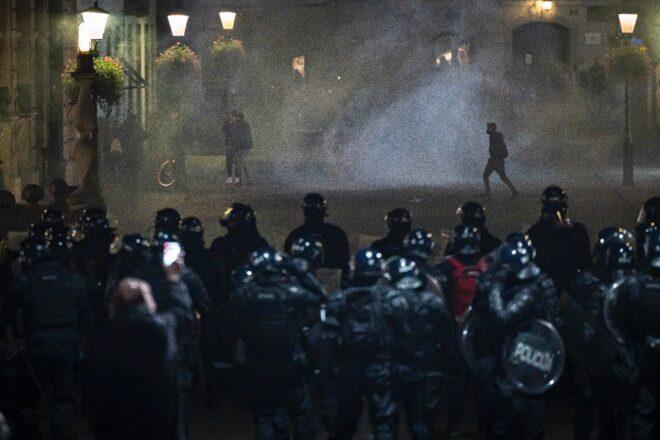 Slovenia anti-virus shutdown protest turns violent