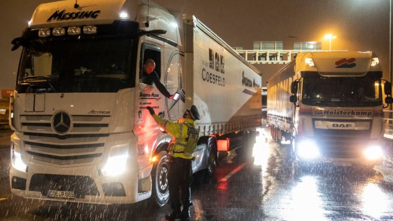 Covid-19 UK-France services return as travel ban eased