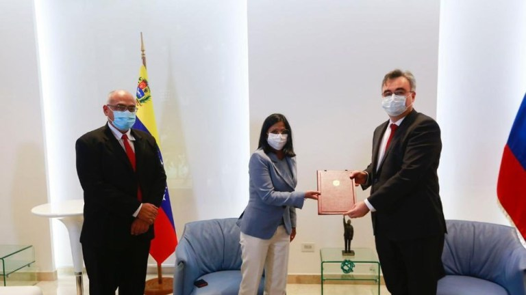 Venezuela signs deal with Russia to purchase 10 million Sputnik V vaccines for FREE distribution