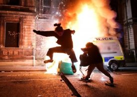 Chaos in Bristol as Police vans on fire & the 'police beaten up'