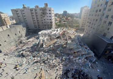 Israel bombs Al Jazeera ceasing News of military offensive in Gaza - Video