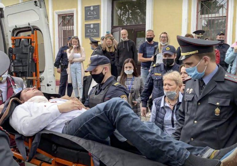 Belarusian activist stabs himself in court