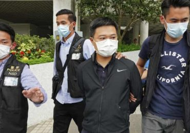 Hong Kong police arrest editor-in-chief of Apple Daily newspaper in morning raids