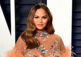 Chrissy Teigen sparks divide between fans with sorrowful apology for being a 'troll'