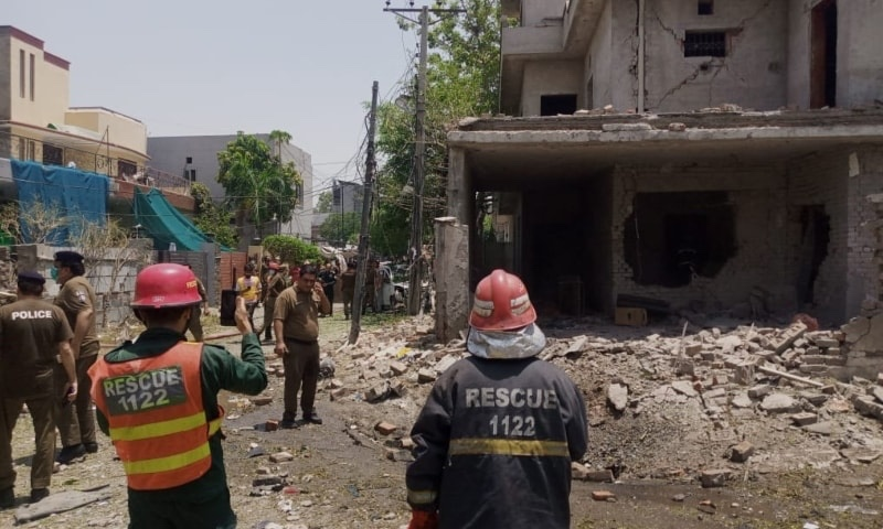 Massive Explosion on Lahore kills 5 with 30 injured